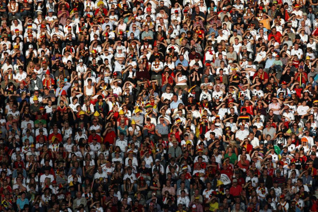 <h5>FUSSBALL: Frauen, WM 2011, Vorrunde, Deutschland - Kanada, Berlin, 26.06.2011Deutschland-Fans© pixathlon</h5>