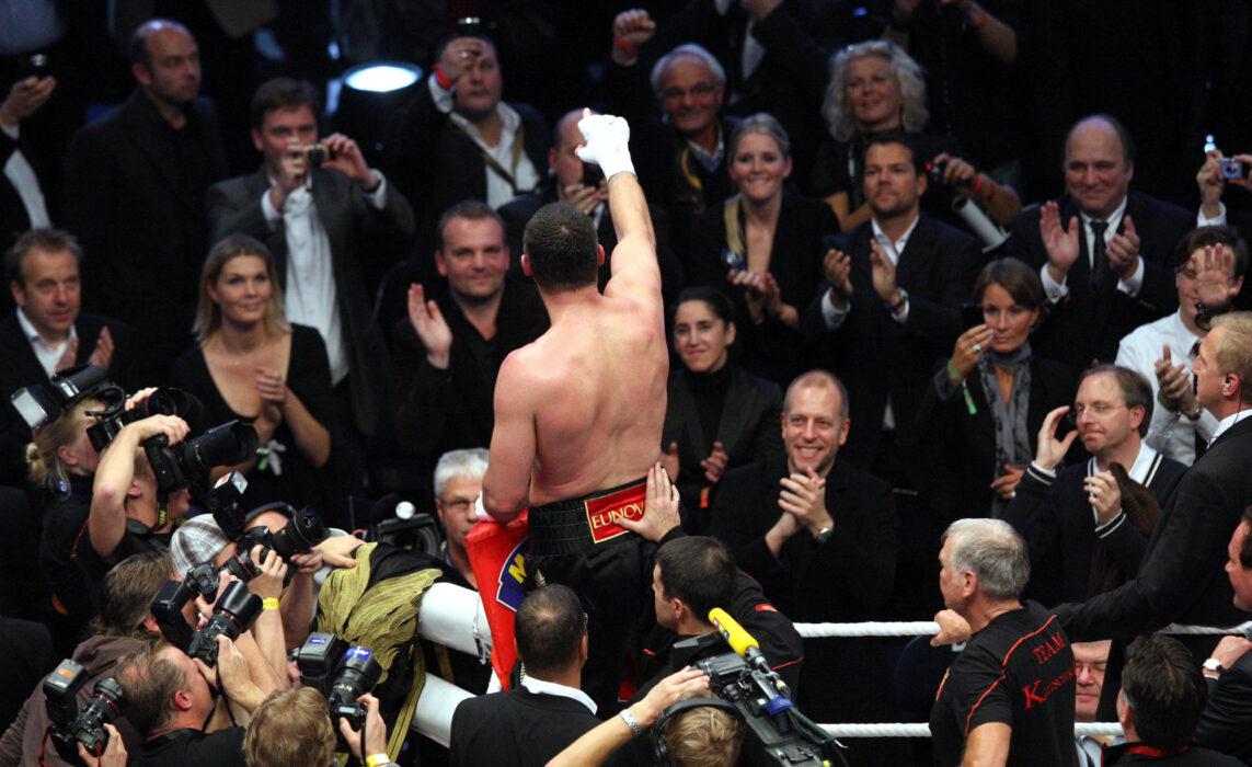 <h5>BOXEN: WBC-Weltmeisterschaft, Schwergewicht, Vitali Klitschko (UKR) - Shannon Briggs (USA), Hamburg, 16.10.2010 Jubel von Sieger Vitali KLITSCHKO (UKR) © Torsten Helmke</h5>
