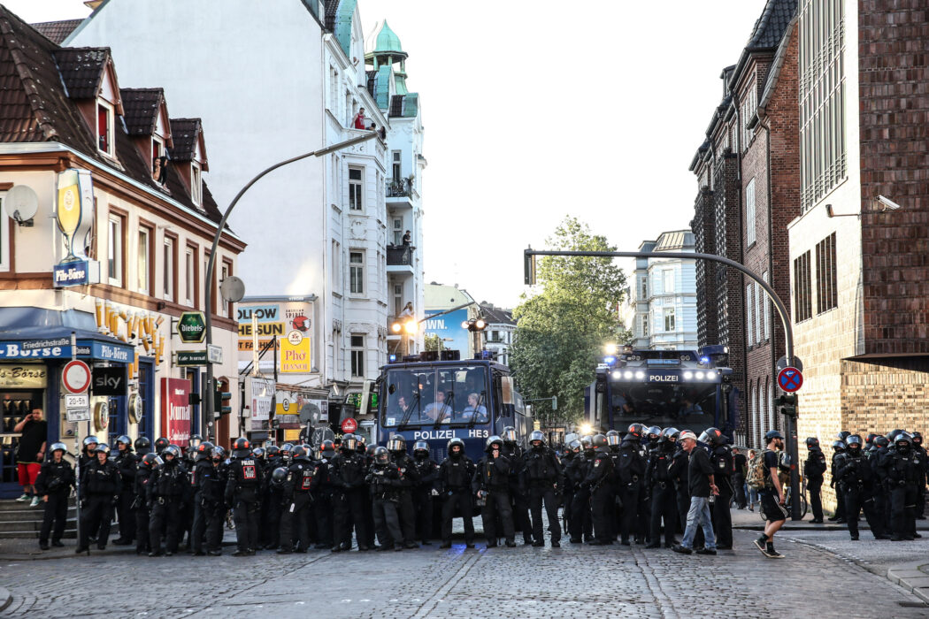 "<h5>G20-Gipfel: Demo, ""Welcome to Hell"", Hamburg, 06.07.2017 Davidstrasse © Torsten Helmke</h5>"