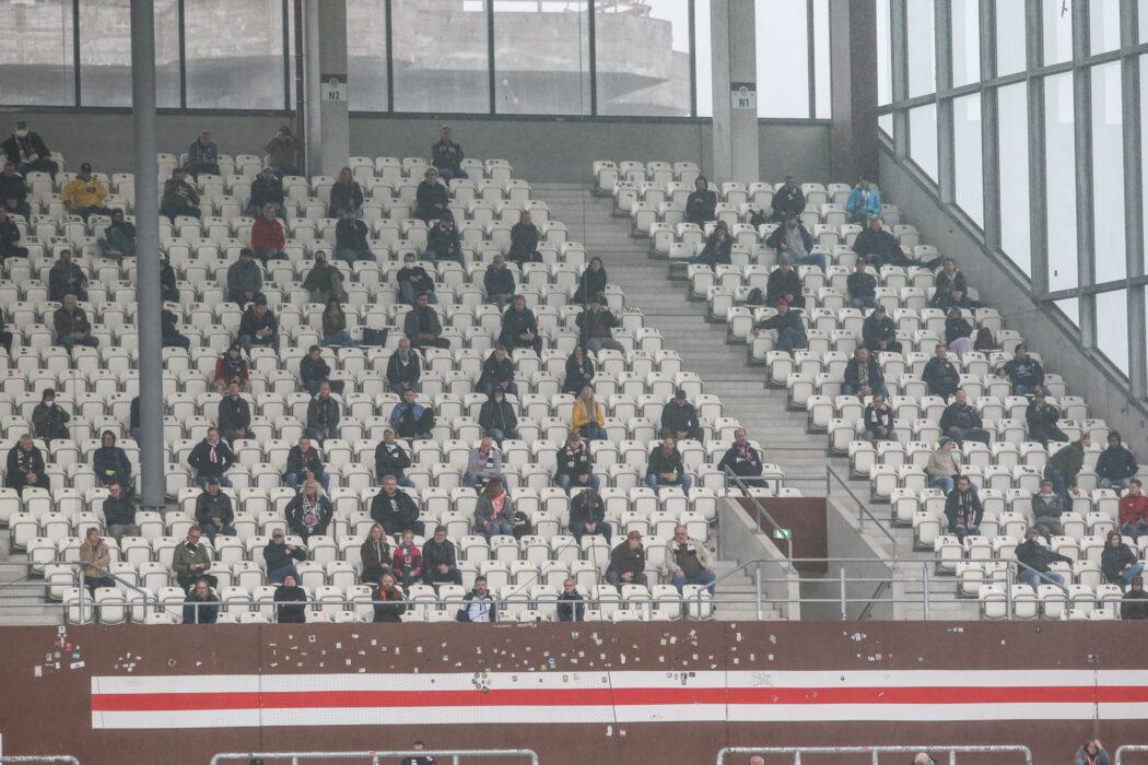 <h5>Fussball: 2. Bundesliga, FC St. Pauli - 1. FC Heidenheim, Hamburg, 27.09.2020 Zuschauer, Corona, Tribuene, Fan, Fans © Torsten Helmke</h5>