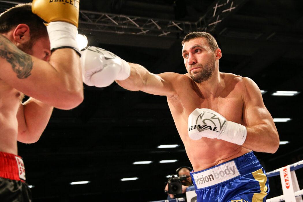<h5>BOXEN: Schwergewicht, Göppingen, 08.02.2020 Victor Faust (UKR) - Andrei Mazanik (BLR) © Torsten Helmke</h5>