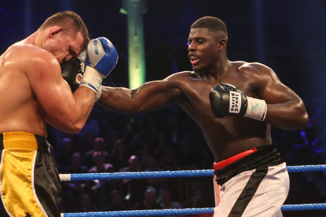 <h5>BOXEN: EC Boxing & SES Boxing, Hamburg, 18.01.2020 WBC-Youthchampionship, Schwergewicht: Peter Kadiru (GER) - Tomas Salek (CZE) © Torsten Helmke</h5>