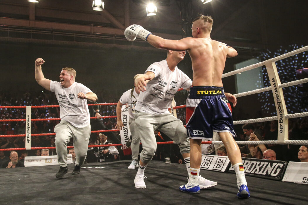 <h5>BOXEN: EC Boxing, Hamburg, 06.07.2019 Weltergewicht IBO-Weltmeisterschaft: Sebastian Formella (GER) - Tulani Mbenge (RSA) © Torsten Helmke</h5>