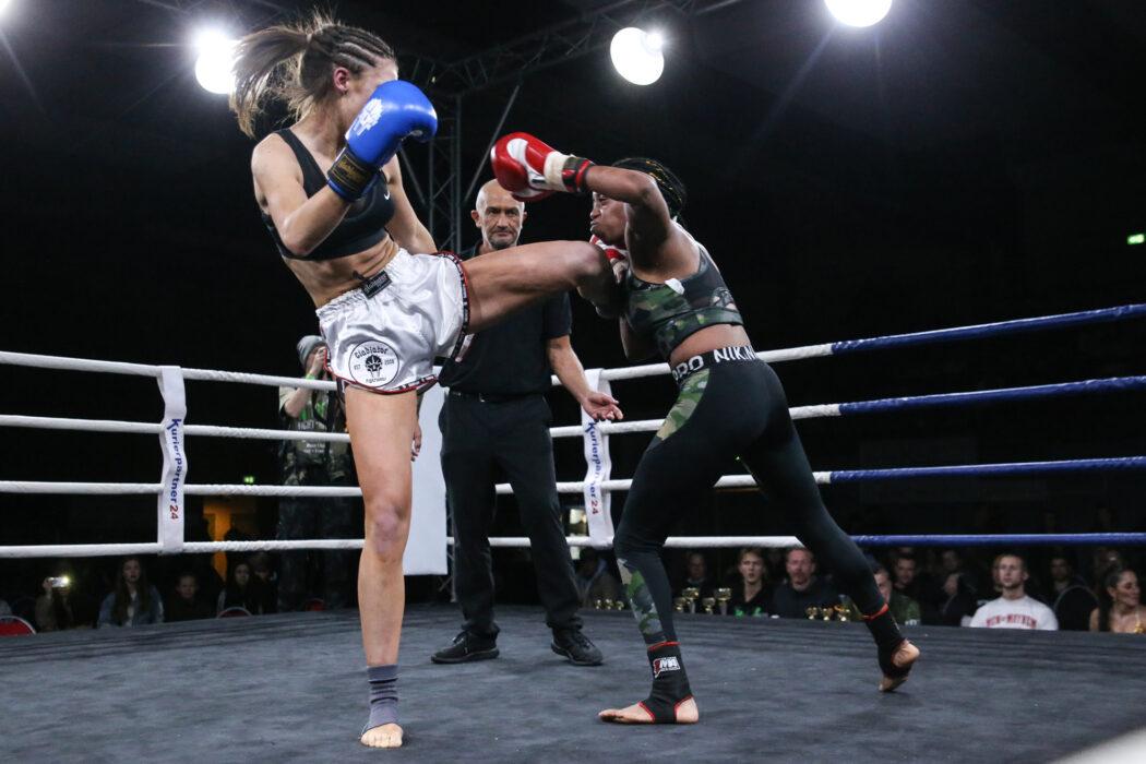<h5>XITE Fight Night VII, Trittau, 30.11.2019 K1: Pia Peters (Xite Gym) - Abby Brown (Hanse Gym) © Torsten Helmke</h5>